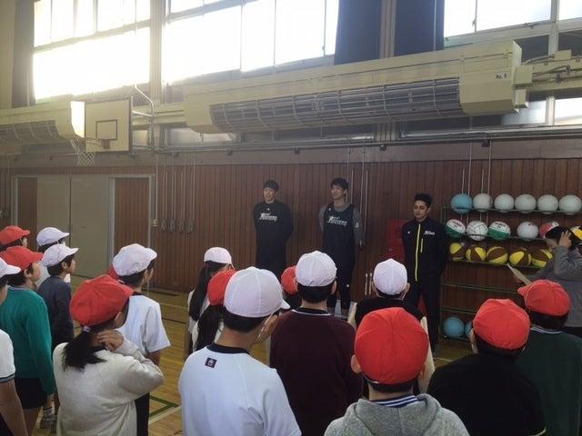 渋谷区立富谷小学校にてバスケッ...